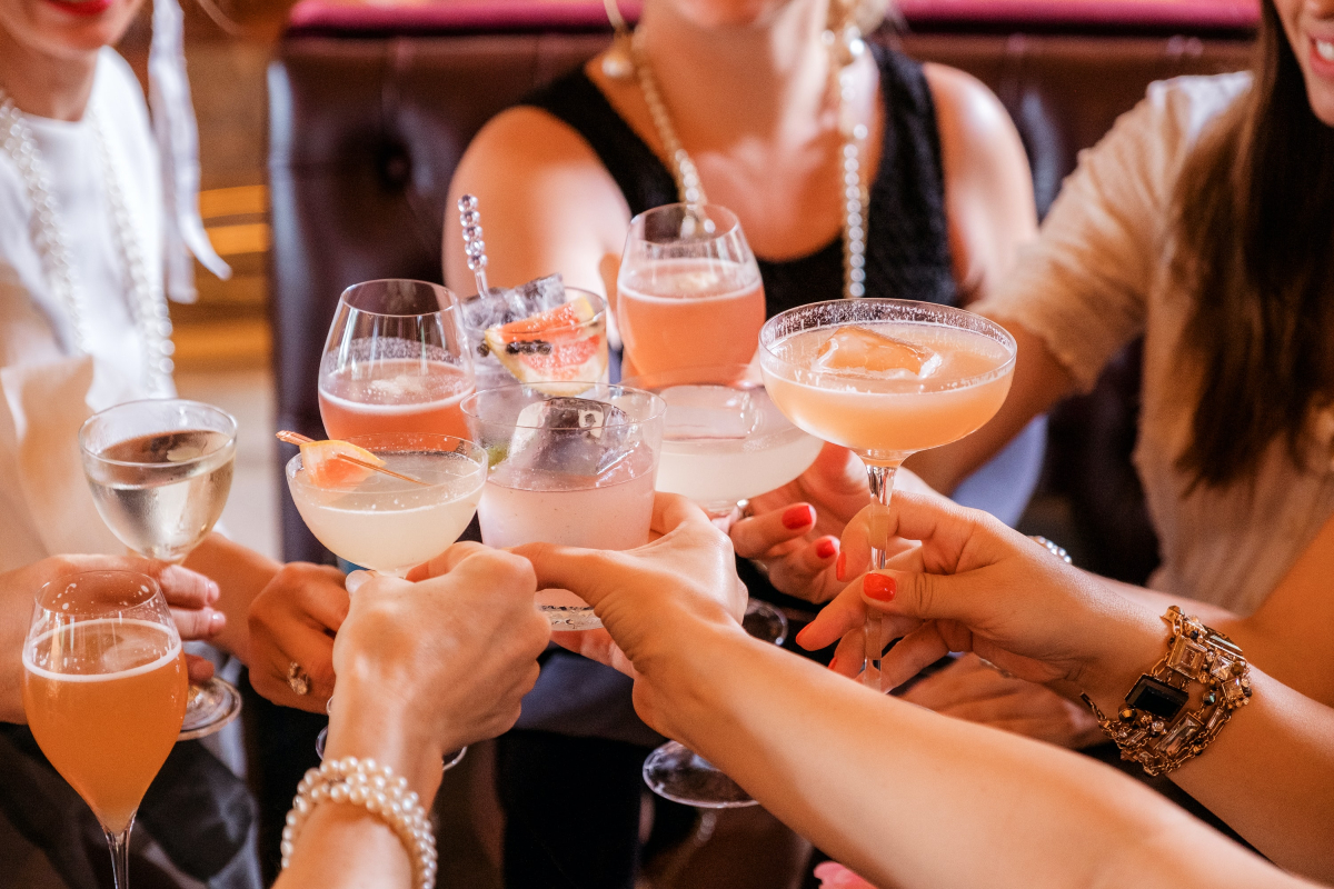 What You Need to Know About Creating Your Wedding Cocktail Hour