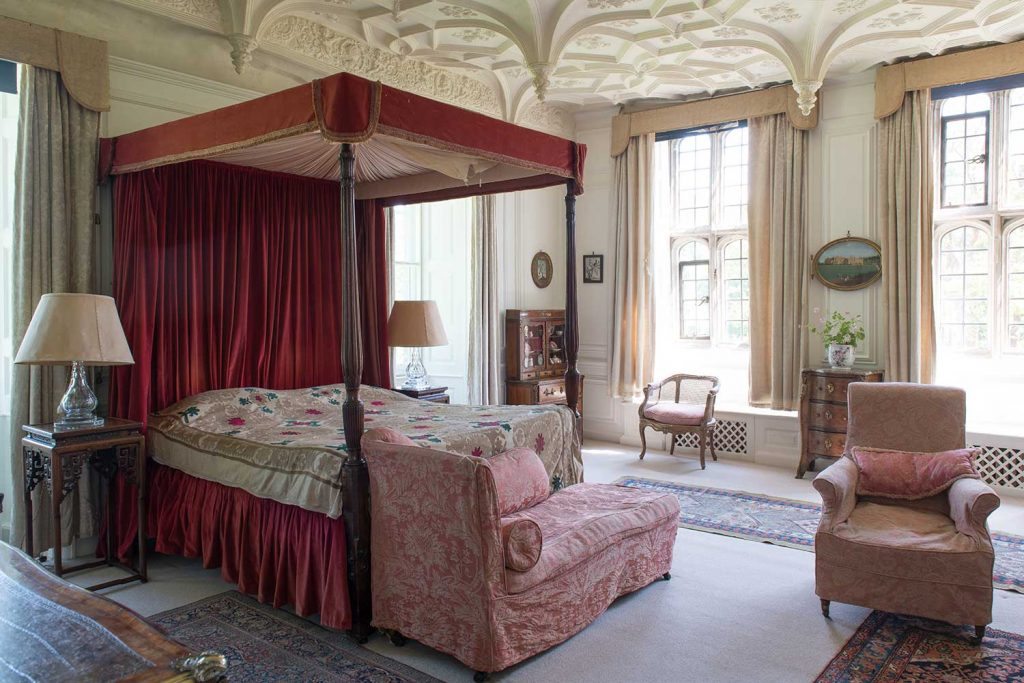 the-great-chamber-bedroom-mapperton-house